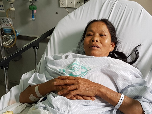Một bệnh nhân vụ tai biến chạy thận ở BV Đa khoa tỉnh Hòa Bình đang được điều trị tại BV Bạch Mai. Ảnh: H.Hải