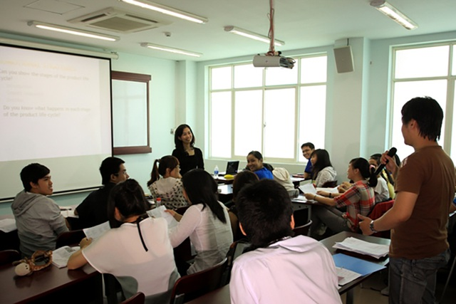 Sinh viên học tai ĐH Kinh tế Luật TP.HCM