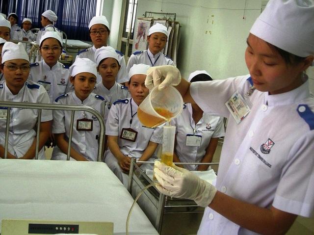 Sinh viên học ngành điều dưỡng tại trường ĐH Nguyễn Tất Thành