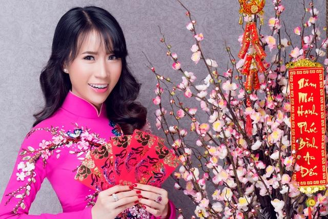 """Lê Ngọc Thanh """"e ấp"""" với áo dài hồng - 1"""