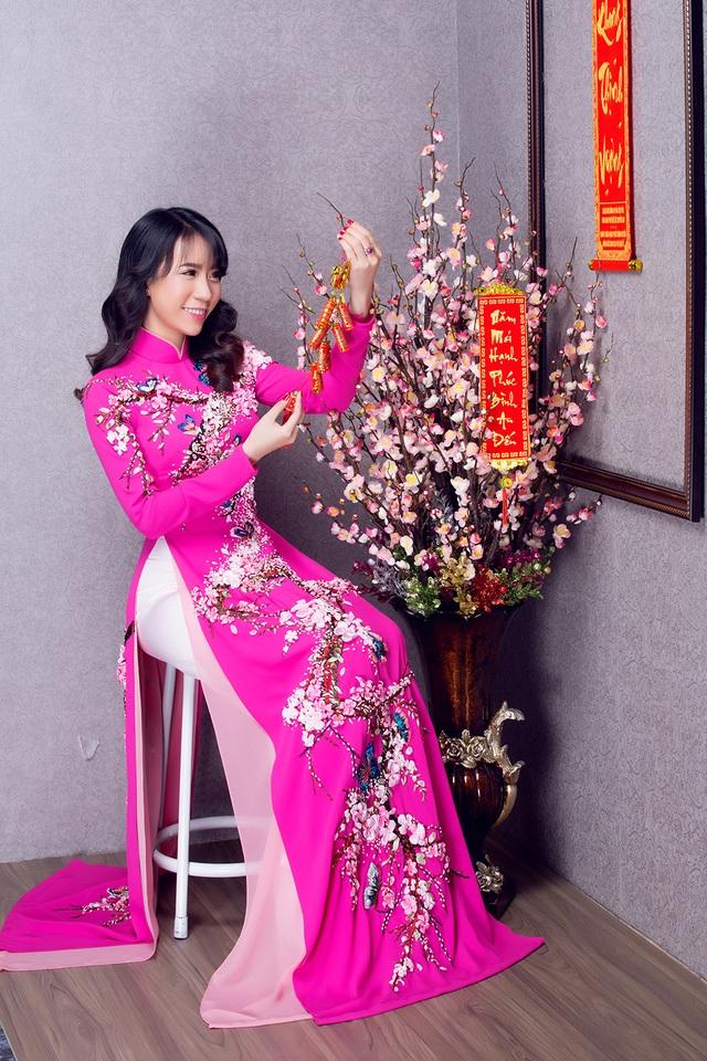 """Lê Ngọc Thanh """"e ấp"""" với áo dài hồng - 5"""