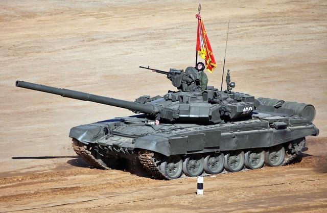 Xe tăng T-90A bắt đầu được sản xuất vào năm 1992 với súng nòng trơn loại 2A46M 125 mm. Nga hiện có 350 xe tăng T-90A trong biên chế và khoảng 200 xe dự bị. (Ảnh: Shutterstock)