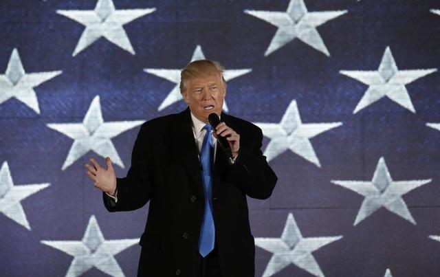 Ông Trump phát biểu tại buổi hòa nhạc với chủ đề Đưa nước Mỹ vĩ đại trở lại ở Đài tưởng niệm Lincoln. (Ảnh: Reuters)