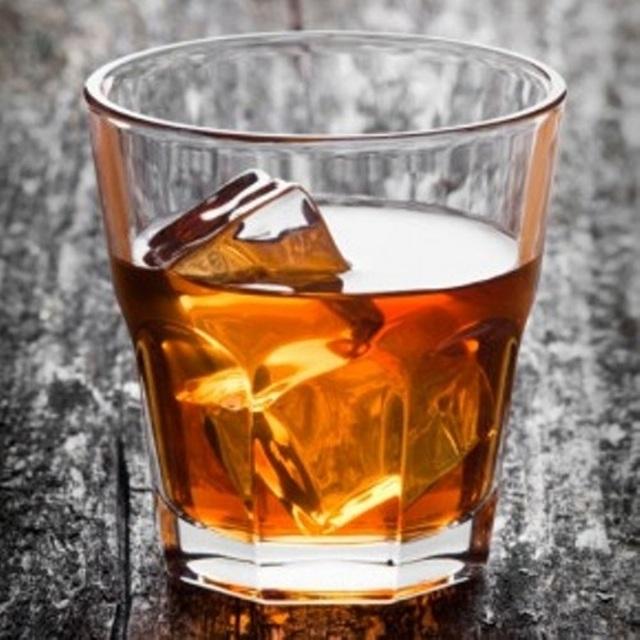 Rượu pha chế có thể gây nên nhiều tác hại nguy hiểm.