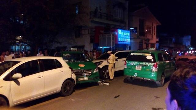 4 ô tô trong vụ tai nạn ở quận 12