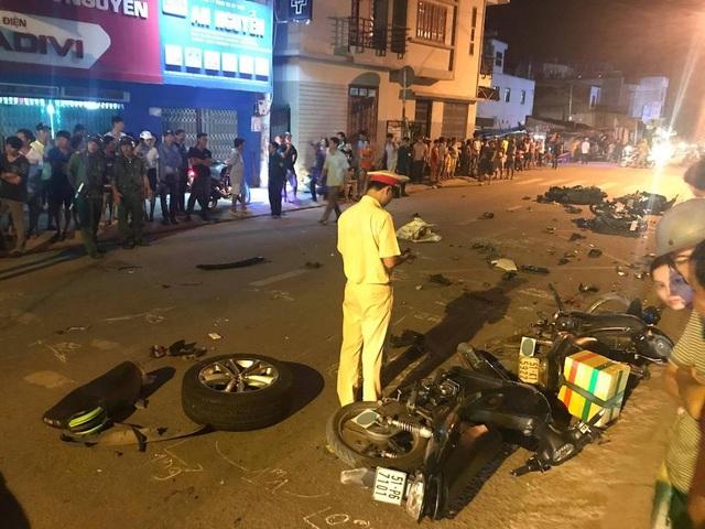 Hiện trường 2 vụ tai nạn kinh hoàng giữa 19 ô tô, xe máy ở Sài Gòn - 4