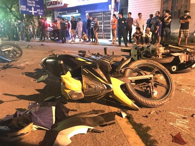 Hiện trường 2 vụ tai nạn kinh hoàng giữa 19 ô tô, xe máy ở Sài Gòn - 8