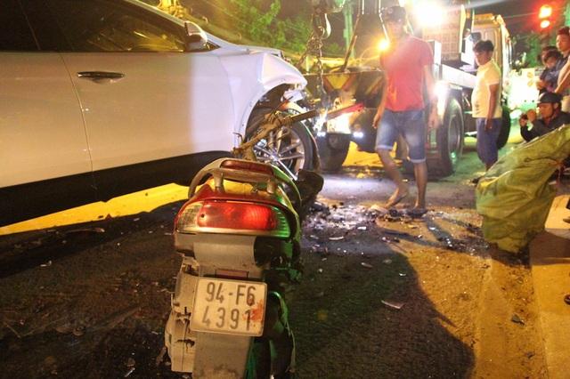 Một xe máy của nạn nhân bị biến dạng