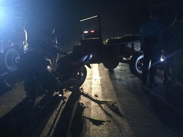 Hiện trường vụ tai nạn giữa công nông và xe máy