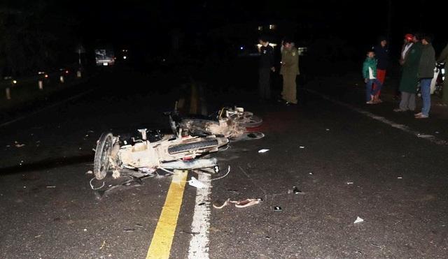 Xe máy bị hư hỏng nặng, người điều khiển xe bị tử vong