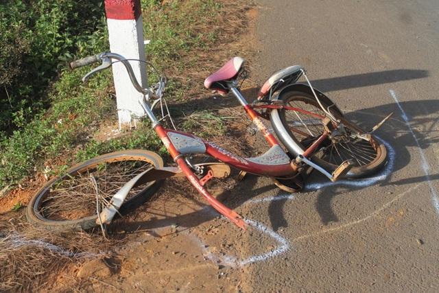 Xe đạp bị tông hư hỏng nặng