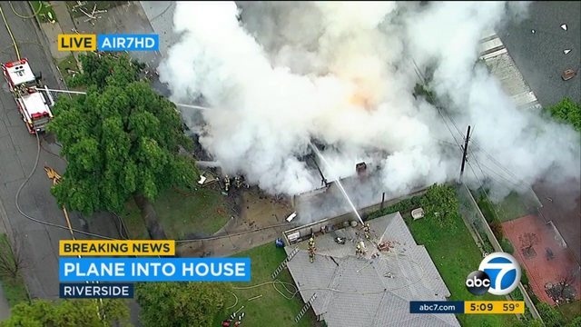 Hiện trường máy bay rơi vào nhà dân ở Riverside, California ngày 27/2 từ trên cao (Ảnh: ABC)