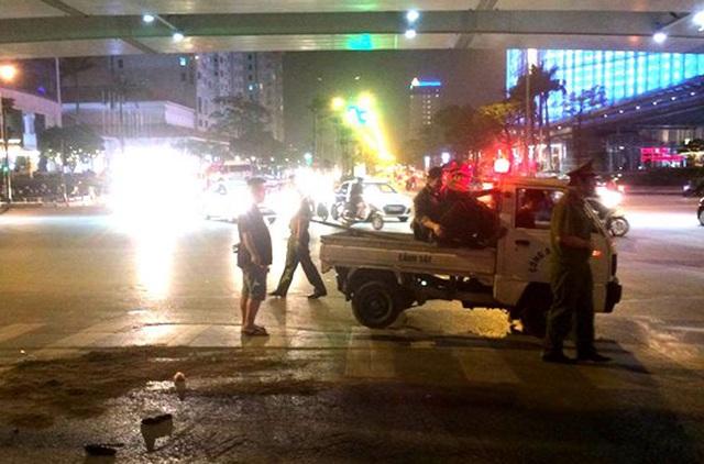 Đến 22h30 tối 25/4, hiện trường vụ tai nạn được giải phóng.
