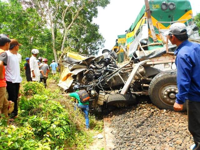 Vụ tai nạn khiến tuyến đường sắt Bắc - Nam qua huyện Vân Canh (Bình Định) bị tê liệt hơn 5 giờ liền