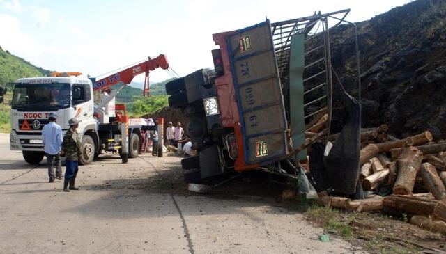 Hiện trường vụ tai nạn nghiêm trọng làm hai người thương vong