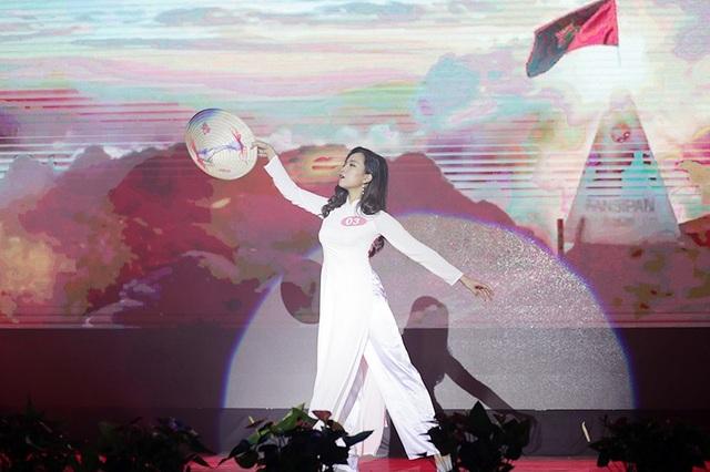 Nguyễn Thị Thu Huyền – nữ sinh ĐH Điện lực dịu dàng trong bài múa Hello Việt Nam
