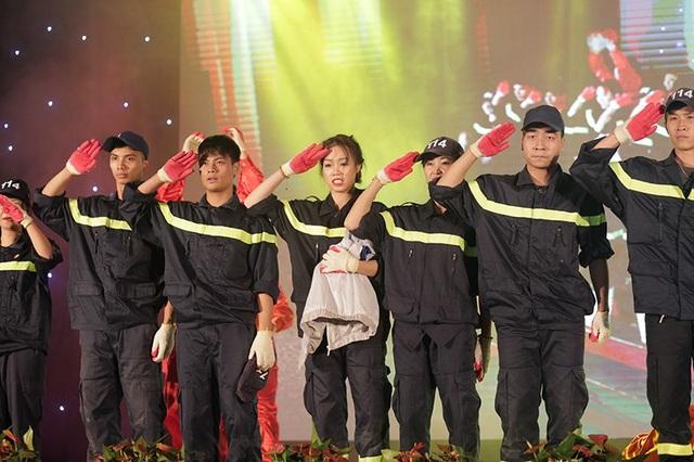 Tiết mục của Nguyễn Oanh dành được nhiều sự cổ vũ của khán giả và Ban giám khảo