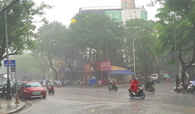 Huế đang bước vào mùa mưa như thông lệ hàng năm nên việc triển khai Đại Nội về đêm sẽ phải tạm dừng
