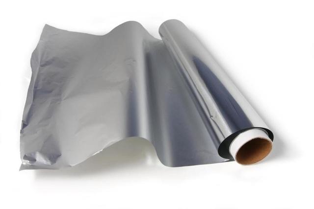 Tấm thiếc phản xạ nhiệt sẽ giúp đẩy nhanh quá trình là ủi.