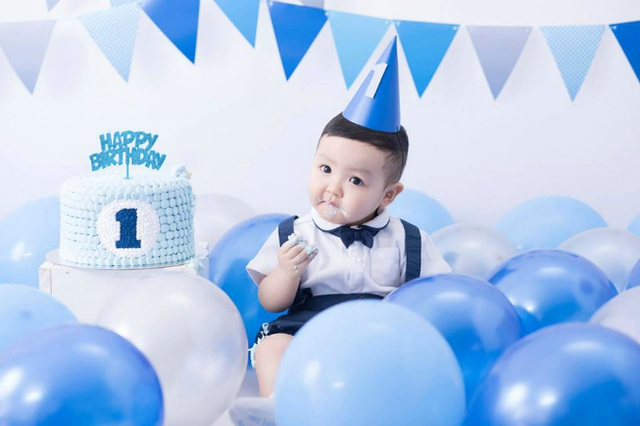 Hot girl Tâm Tít tổ chức tiệc sinh nhật 1 tuổi cho cậu con trai đầu lòng vô cùng hoành tráng.