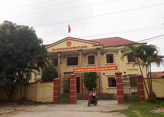 TAND huyện Đô Lương đã ra quyết định đình chỉ giải quyết vụ án tranh chấp kết quả bán đấu giá giữa ông Nguyễn Mạnh Cường và Chi cục THADS huyện Đô Lương.
