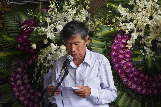 Đại diện Hội nhà văn đọc điếu văn tiễn biệt. Những thành quả của nhà thơ Thanh Tùng để lại cho nền thơ ca nước nhà được ghi nhớ trong lòng nhiều thế hệ.