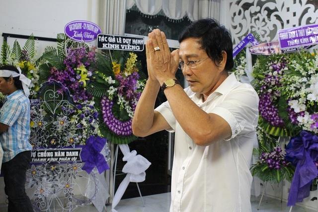 Đông đảo nghệ sĩ nổi tiếng tới viếng NSƯT Thanh Sang - 8