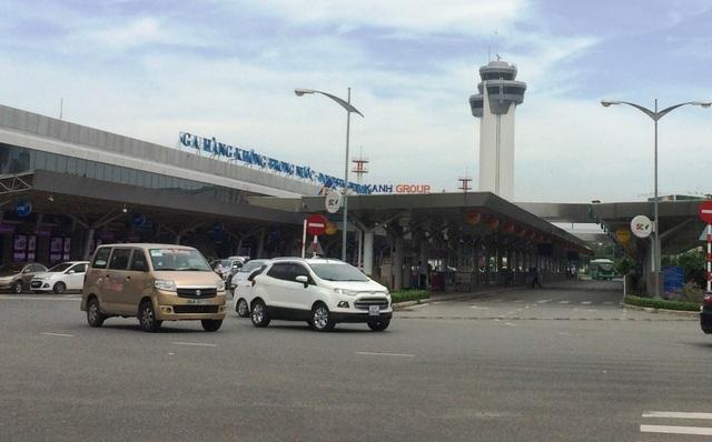 Máy bay hạ cánh khẩn cấp xuống sân bay Tân Sơn Nhất vì phát hiện mùi khét