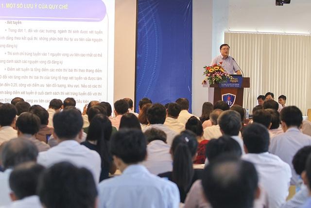 PGS-TS Trần Anh Tuấn, Phó Vụ trưởng Vụ Giáo dục Đại học chia sẻ các vấn đề của tuyển sinh trong năm 2017