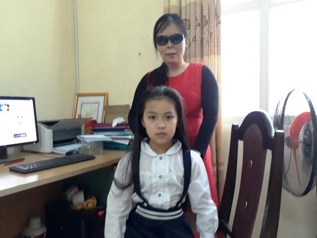 Chị Ánh Dương bên cô con gái xinh đẹp.