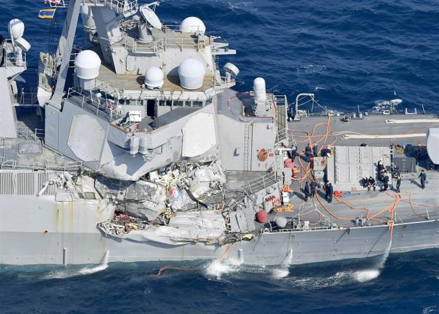Tàu khu trục USS Fitzgerald (Ảnh: Reuters)