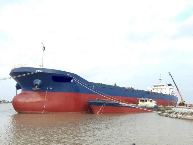 Các doanh nghiệp đóng tàu tại sông Van Úc hiện lo nguy cơ đóng cửa do chiều cao tĩnh không cầu dự kiến chỉ 25m (Ảnh minh hoạ)