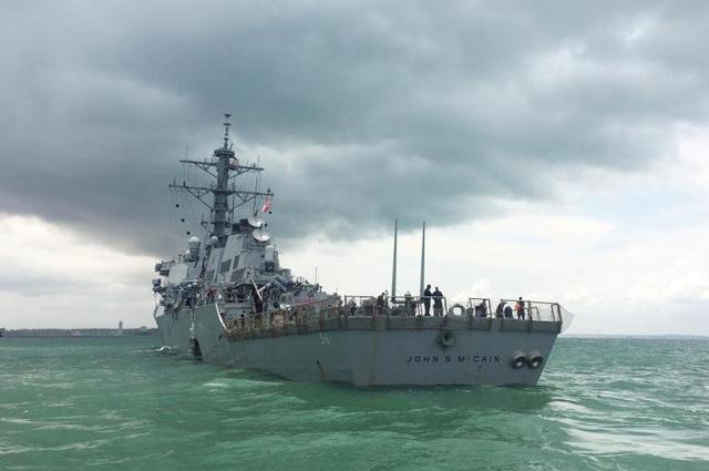 Mặc dù khẳng định không có dấu hiệu về một vụ va chạm cố ý nhưng Đô đốc John Richardson cho biết Mỹ vẫn xem xét mọi khả năng dẫn tới vụ va chạm, từ khâu huấn luyện yếu kém cho tới hệ thống radar bị gây nhiễu và hệ thống điện tử bị can thiệp.