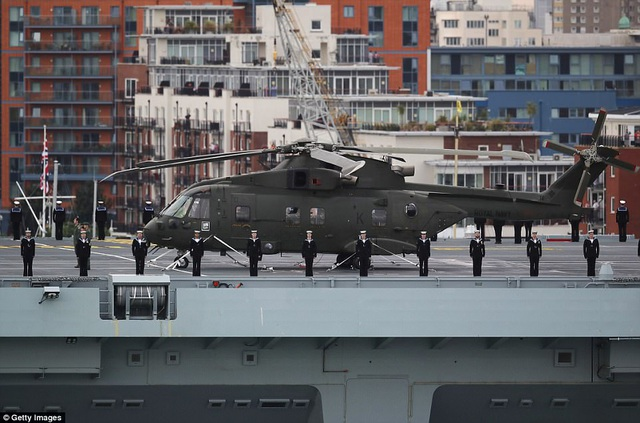 """Chi phí để chế tạo tàu sân bay HMS Queen Elizabeth lên tới 3 tỷ bảng Anh và con tàu này được kỳ vọng sẽ là """"át chủ bài"""" của Hải quân Anh trong vòng 50 năm tới. (Ảnh: Getty)"""
