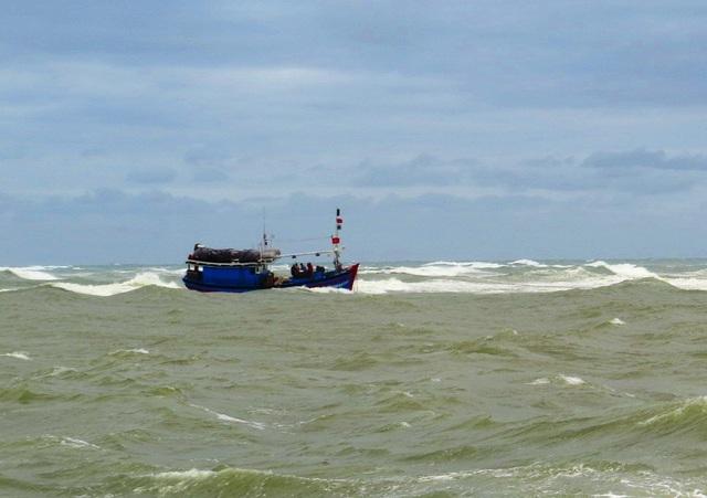 Tàu cá ngư dân Bình Định bị nạn trên biển (ảnh minh họa)
