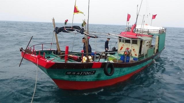 Tàu cá Trung Quốc xâm phạm lãnh hải Việt Nam