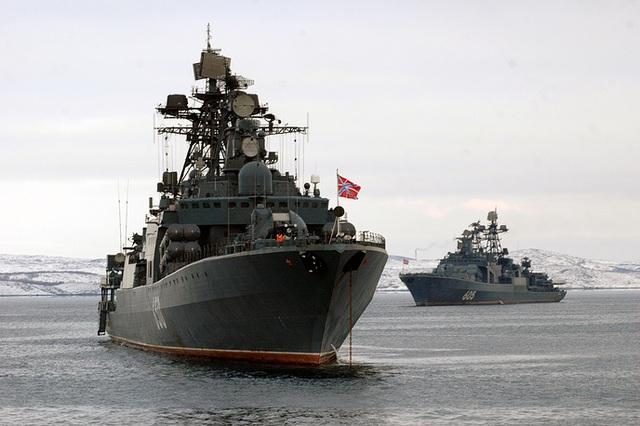 Hai tàu khu trục săn ngầm lớp Udaloy - Đô đốc Chabanenko và Đô đốc Levchenko - thuộc Hạm đội phương Bắc.