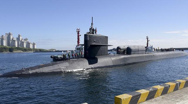 Tàu ngầm hạt nhân USS Michigan của Mỹ cập cảng Hàn Quốc ngày 13/10 (Ảnh: RT)