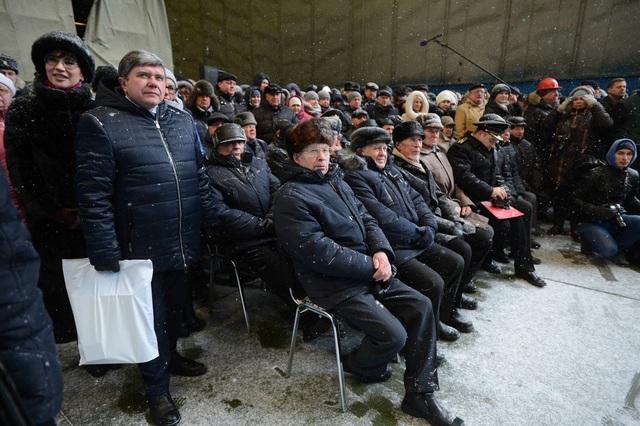 Các quan chức Nga tham gia lễ hạ thủy tàu ngầm Kazan. (Ảnh: Twitter)