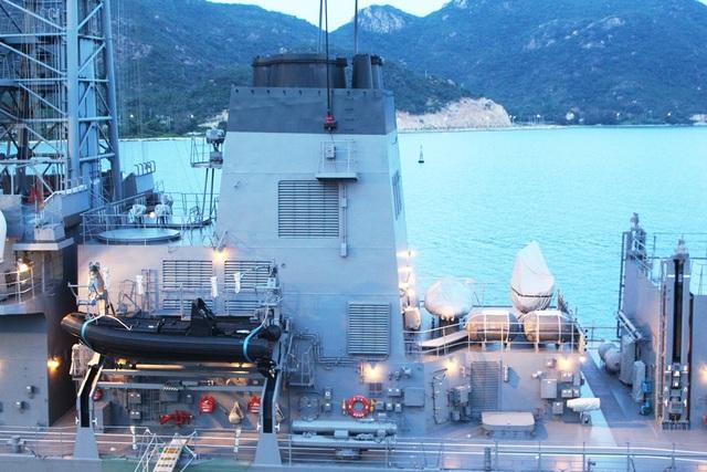 Sazanami 113 là khu trục hạm hiện đại hàng đầu của Lực lượng tự vệ trên biển Nhật Bản. Tàu có xuồng cao tốc phục vụ cho việc tiếp tế, cứu hộ cứu nạn trên biển