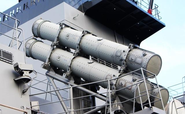 Hệ thống tên lửa phòng không trên khu trục hạm Sazanami 113