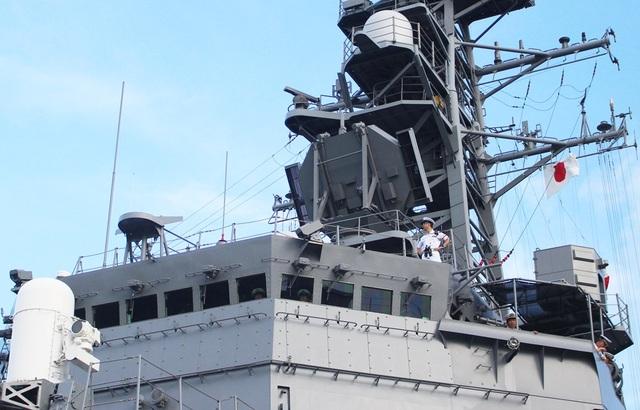 Cận cảnh tháp chỉ huy trên chiến hạm Sazanami 113 Nhật Bản