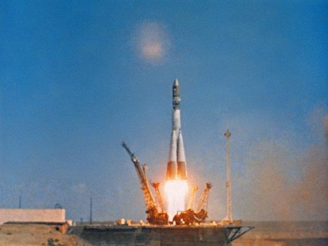 Hình ảnh tàu vũ trụ Phương Đông 1 rời bệ phóng.