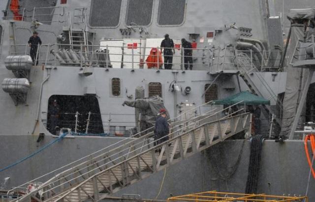 Thi thể các thủy thủ được tìm thấy trong khoang tàu ngập nước.