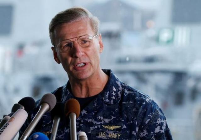 Chỉ huy Hạm đội số 7 của Hải quân Mỹ, Phó Đô đốc Joseph Aucoin