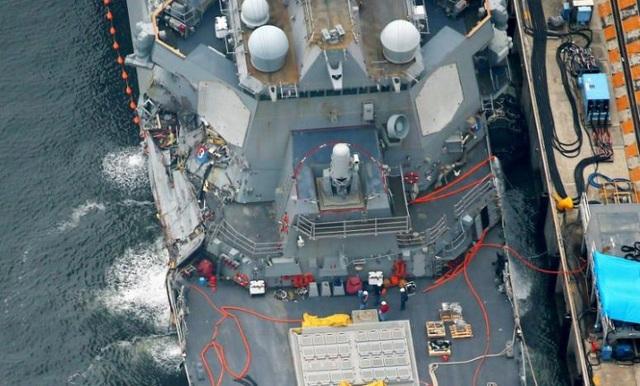 Vụ va chạm khiến nước tràn vào bên trong tàu, khiến con tàu suýt đắm.