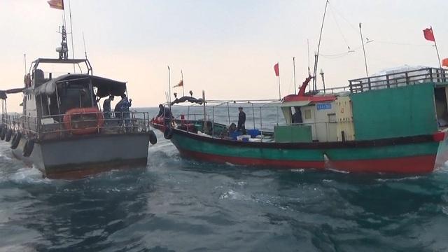 Lực lượng Bộ đội Biên Phòng Quảng Bình truy bắt, xua đuổi tàu cá vi phạm ra khỏi vùng biển Việt Nam