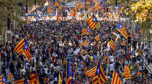 """Chủ tịch Nghị viện Catalanonia cho rằng việc chính phủ Tây Ban Nha tuyên bố sẽ giải tán chính quyền Catalonia và tổ chức cuộc bầu cử mới là hành vi """"đảo chính"""" và tấn công nền dân chủ của khu vực này."""