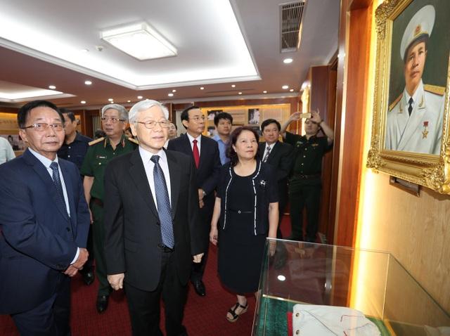 Tổng Bí thư Nguyễn Phú Trọng thăm Nhà tưởng niệm Đại tướng Nguyễn Chí Thanh. Ảnh: Trí Dũng – TTXVN