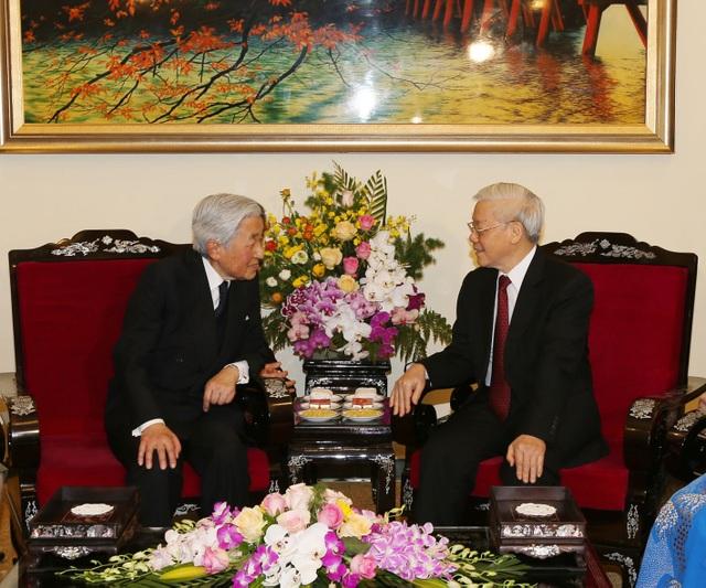 Dự tiệc trà cùng Tổng Bí thư Nguyễn Phú Trọng là hoạt động chính thức cuối cùng của Nhà vua và Hoàng hậu ở Hà Nội trước khi thăm Huế (Ảnh: Trí Dũng-TTXVN)